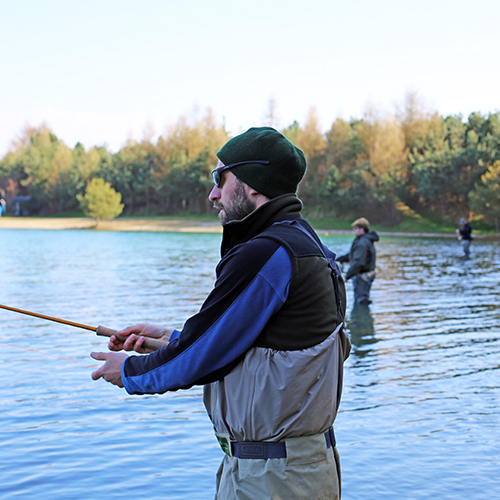 Wie lerne ich Fliegenfischen? Ist ein Kurs das Richtige für mich?